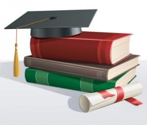 libros-de-texto-con-el-sombrero-academico_279-4914